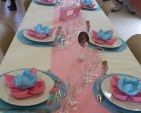 Décoration de table de baptême bleue et rose
