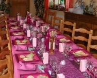 Décoration de table de baptême rose