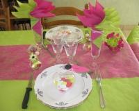 Décoration de table de baptême verte et rose
